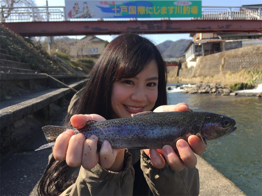 十戸国際マス釣り場でニジマス釣り