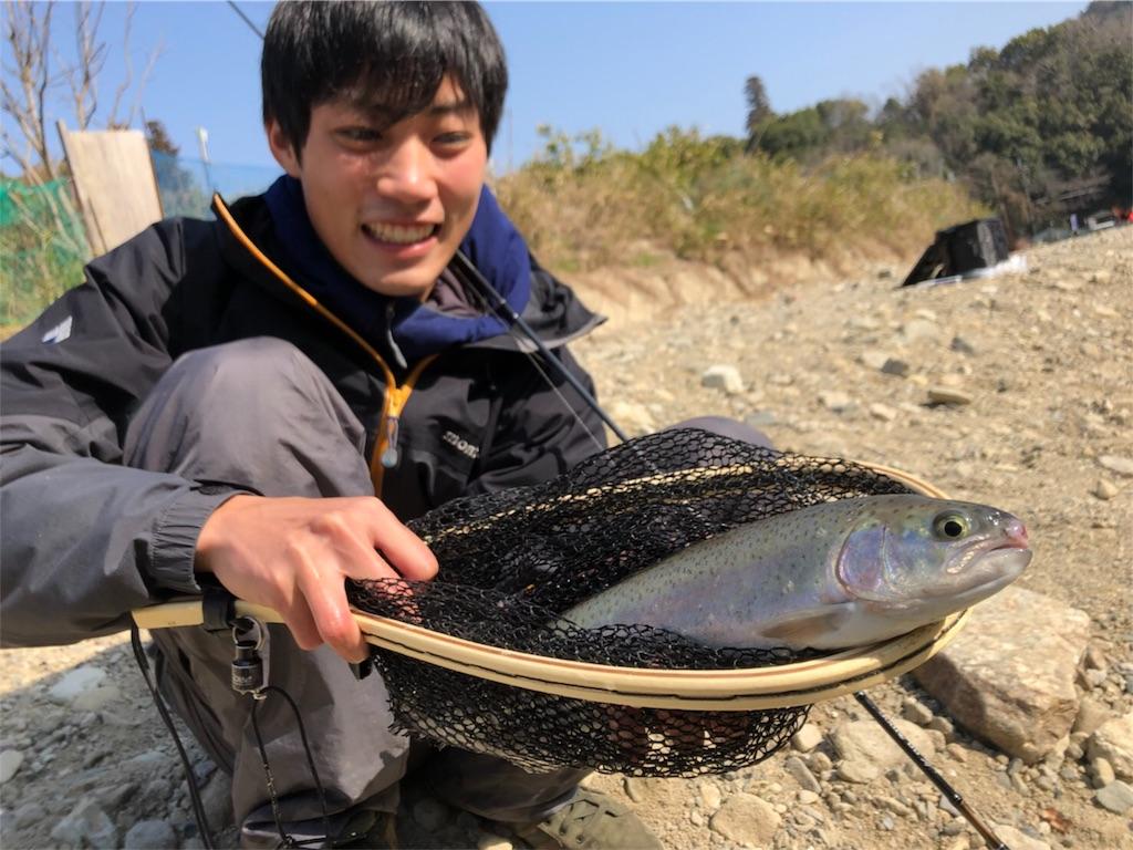 北田原マス釣り場でニジマス釣り