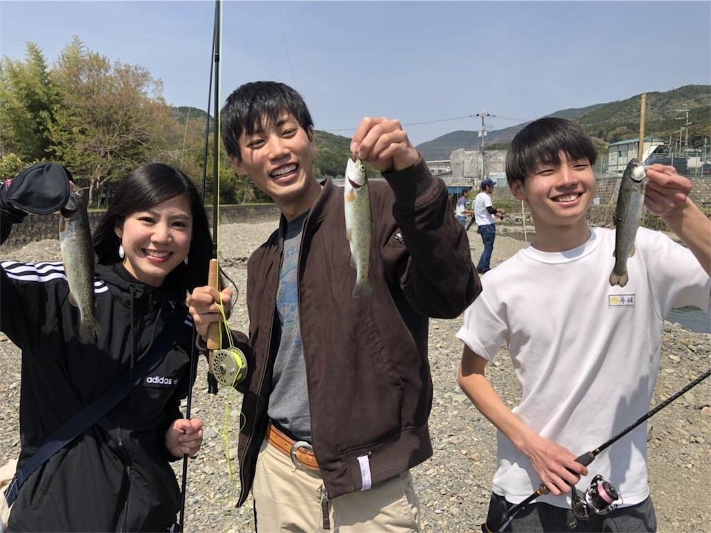 芥川マス釣り場でニジマス釣り